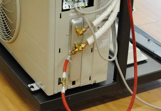 Ricarica gas r410 r407 r22 r422 emergenza casa - Condizionatore perde acqua dentro casa ...